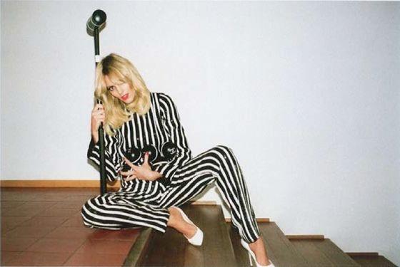 la-modella-mafia-Anja-Rubik-x-Self-Service-Magazine-2013-photographed-by-Walter-Pfeiffer-6
