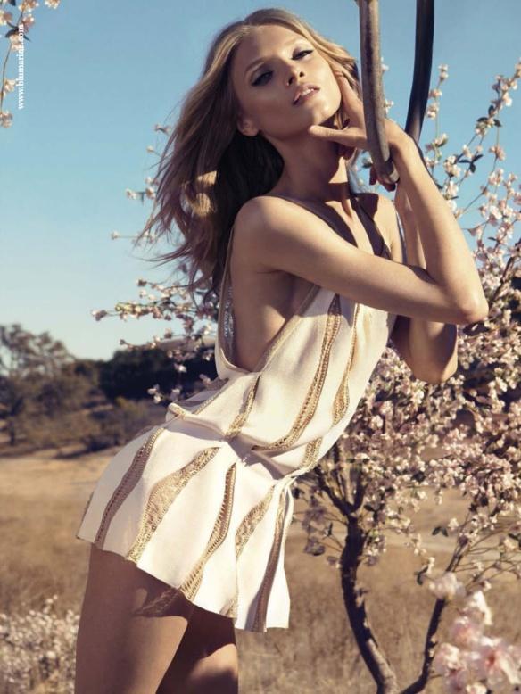Blumarine-Spring-Summer-2013-Campaign-1