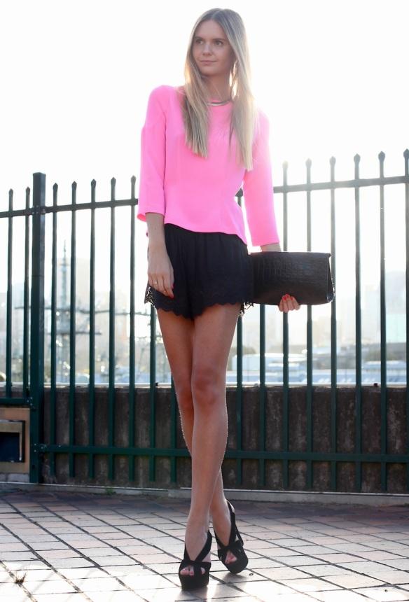 la-modella-mafia-Models-Off-Duty-street-style-Spring-2012-Neon-hot-pink-top3